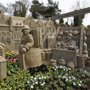 Zandsculpturen 75 jaar bevrijding en rondvaart Veluwemeer - Birwa Tours